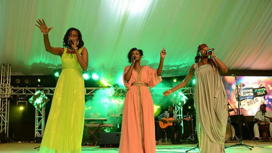 Gaby Kamanzi (L) performing along with other artistes during Groove awards last year. (File)