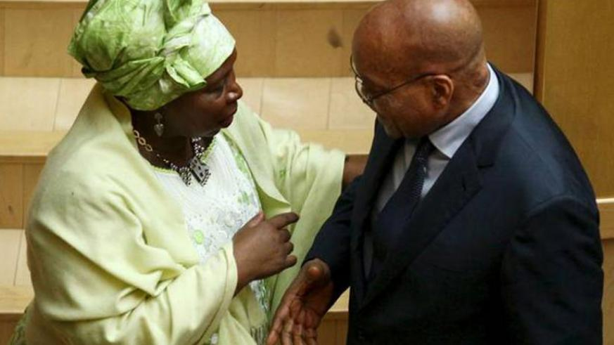 African Union Commission chairperson Nkosazana Dlamini-Zuma speaks with South Africa's President Jacob Zuma during an AU meeting in Addis Ababa, Ethiopia in January. (Net Photo)