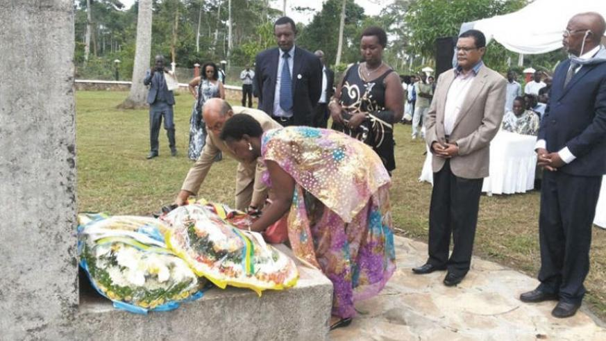 Thobani lays a wreath on one of the mass graves at Ggolo, Mpigi last year. (File)
