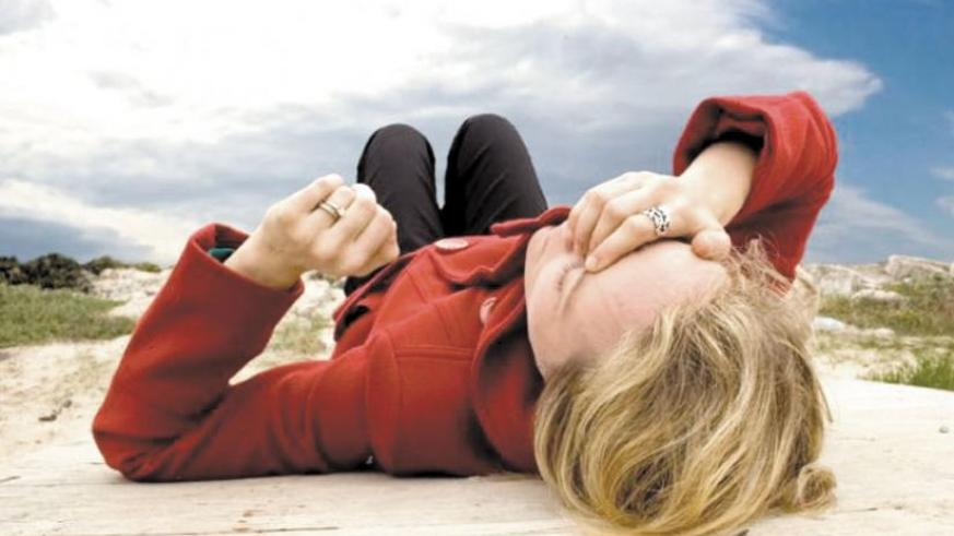 Low blood sugar levels, as may happen without eating or drinking anything for a long time, can also cause fainting. (Net photo)