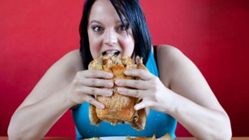Overeating is a major cause of obesity. (Net photo)