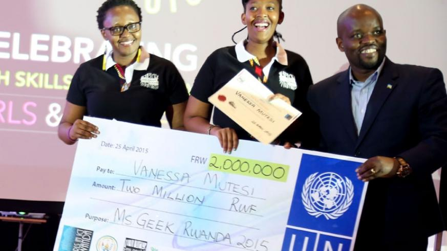 Last year's Ms. Geek winner Vanessa Mutesi (C)  receives a dummy cheque from (R) Jean-Philbert Nsengimana, Minister for Youth and ICT. Left is Lucy Mbabazi, President of Girls in I....