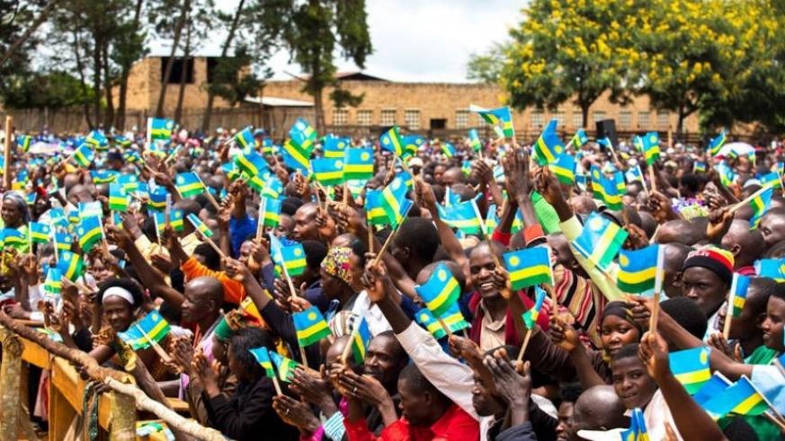 Thousands of Ngoma residents braved the morning rain to welcome  President Kagame to the area on Thursday. (Village Urugwiro)