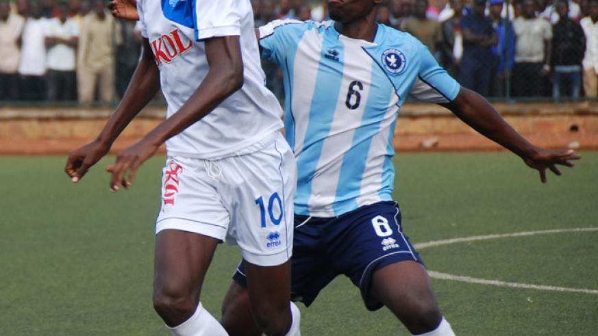 Rayon Sports' striker  Kasirye battles with Police FC defender Fabrice Twagizimana during the corresponding fixture which ended 1-1. (File)