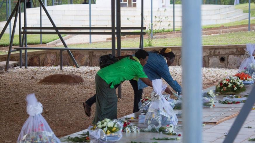 Residents of Kicukiro lay wreath of fowers to honor the victims of 1994 Genocide against the Tutsi at Nyanza Memorial Center. (Courtesy)