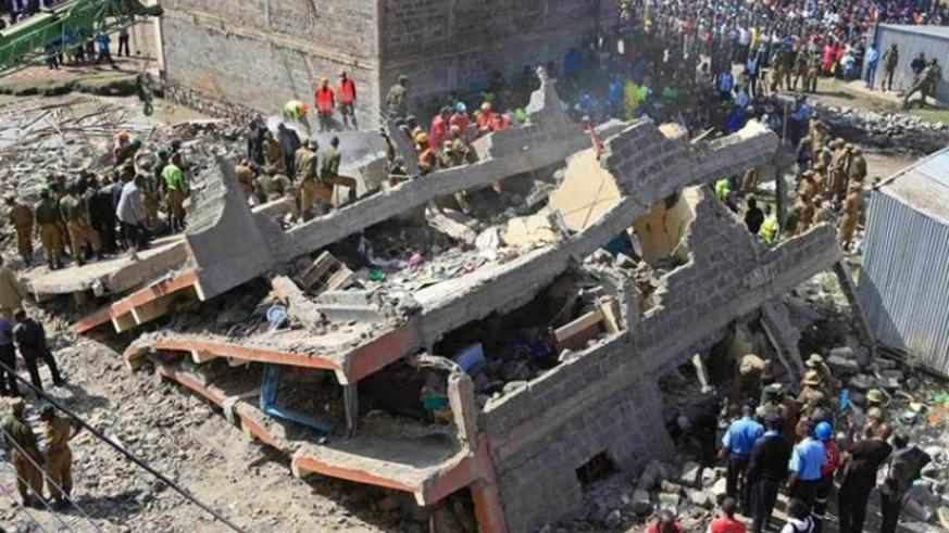 Rescue efforts continue at the site of the building collapse. (Net photo)