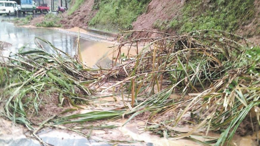 Mudslide blocked the Kigali-Musanze road yesterday. (Courtesy)