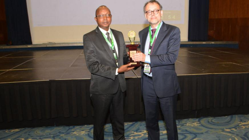 Mr. Obadiah Biraro receiving the award from Mr. Magnus Tindel, the Deputy Auditor General of Sweden on behalf of AFROSAI-E.
