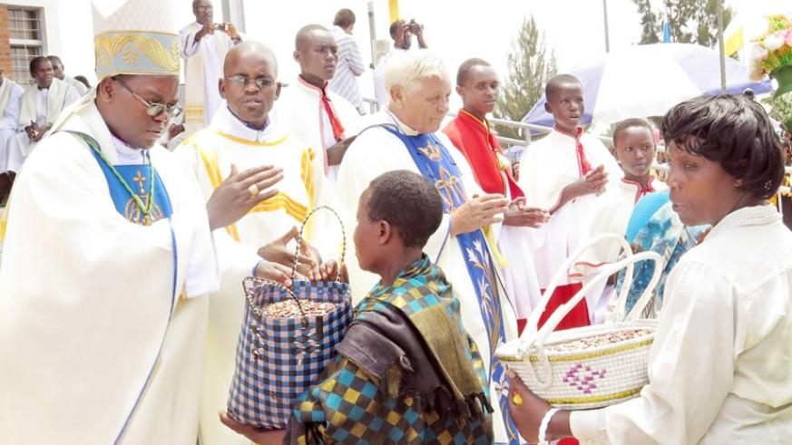 Christian faithful receive blessings as they offer alms at Kibeho Holy Land during the Assumption Mass last year. (File)