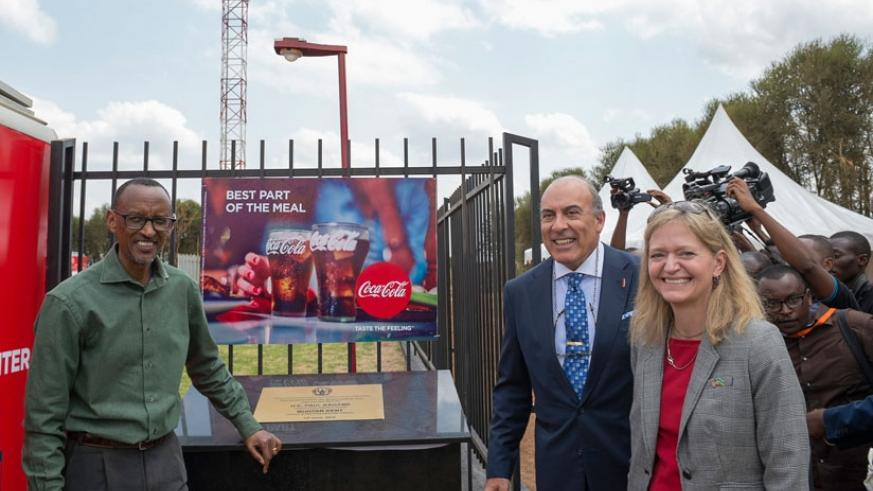 President Kagame with the Chairman and Chief Executive Officer of The Coca-Cola Company, Muhtar Kent, and US Ambassador to Rwanda, Erica J. Barks-Ruggles, at the launch of Coca-Cola EKOCENTER in Ruhunda, Rwamagana District, yesterday. (Village Urugwiro)