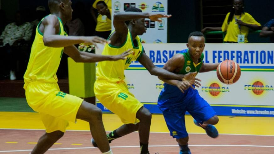 Rwanda's Samuel Niyonshuti takes on Malian players during Sunday's game at Amahoro indoor stadium.  (Niyigena Fausin)