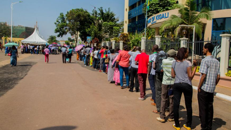Thousands of adults and young people come looking for free test hepatitis C yesterday. (All photos by Faustin Niyigena)