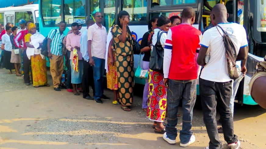 Passengers boarding a bus in Kigali City. (File)