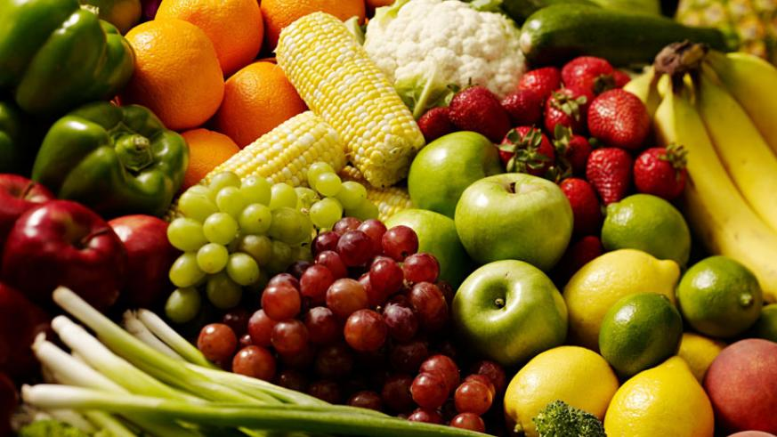 A diet rich in fiber such as vegetables and fruits will keep cancer at bay. / Net photo.