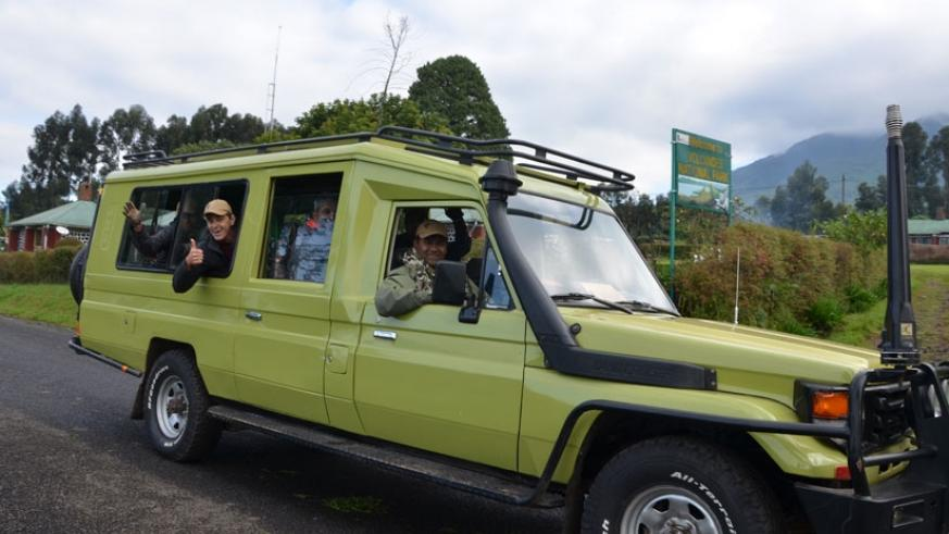 Cheerful tourists in a tour van. (Net)