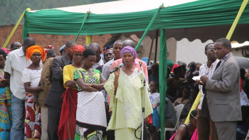 A woman raises an issue during the launch of Governance Month in Nyabihu District yesterday. (Mathias Hitimana)