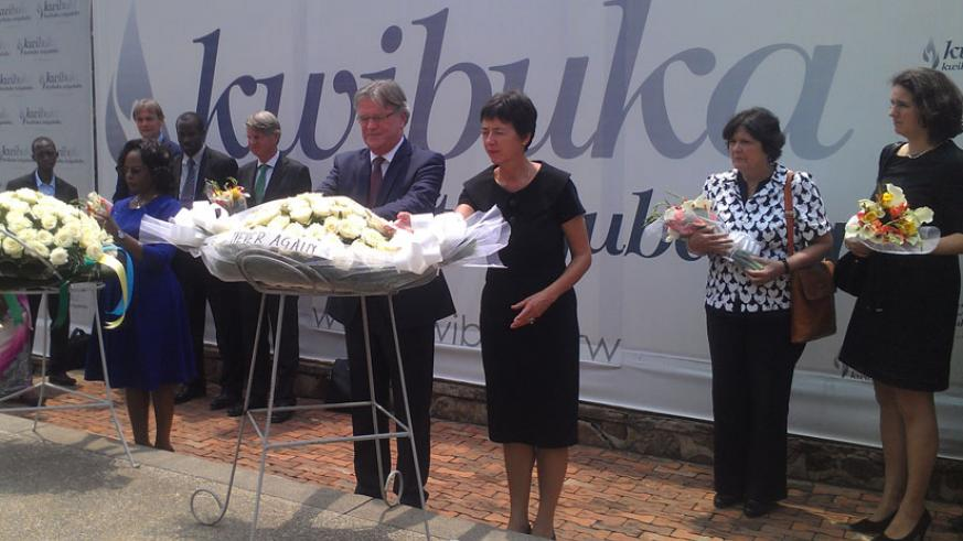 Riedstra (C), Amb. Maria de Man (R) and Kalihangabo (L) lay wreaths in honour of Genocide victims at Kigali Genocide Memorial Centre yesterday. / Frederic Byumvuhore.
