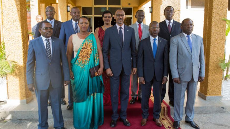 President Kagame in a group photo with newly-sworn in members of the Cabinet and other top officials, including Prime Minister Anastase Murekezi (behind left), Speaker Donatille Mu....
