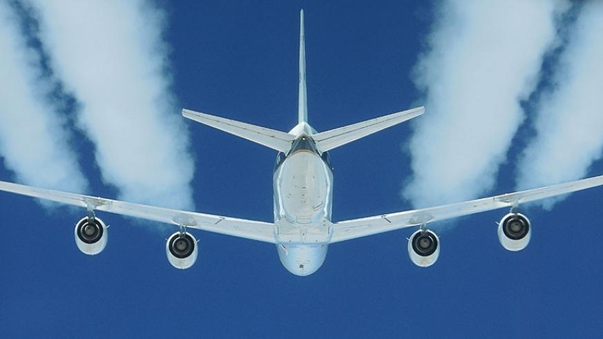 Air travel accounts for as much CO2 emission as that of Germany, and it is growing. / Internet photo.