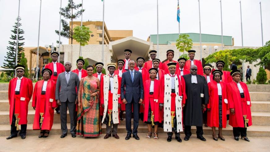President Kagame in a group photo with members of the Judiciary and other top government officials, including Premier Anastase Murekezi (3rd L), Speaker Donatille Mukabalisa (4th L....