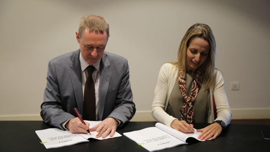 The Ozone Secretariat Executive Secretary, Tina Birmpili, and the EU's Head of Delegation, Philip Owen, sign an agreement for a financial contribution of 250,000 euros to support t....