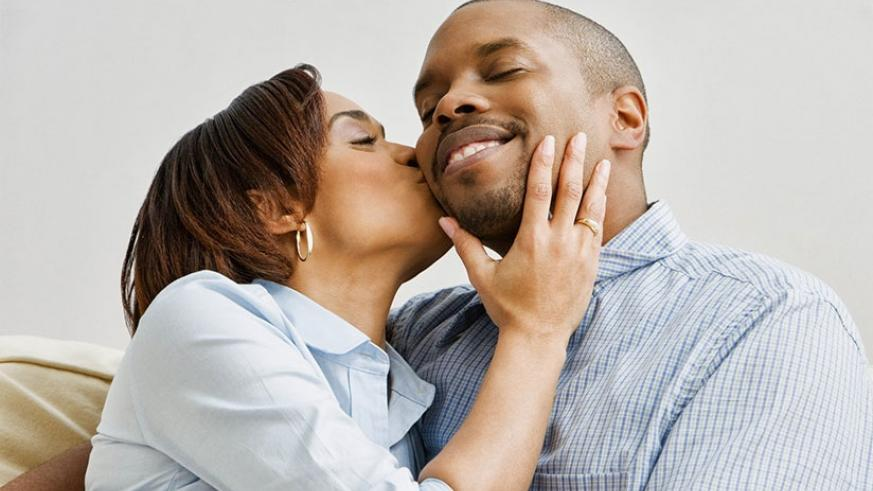 Being faithful to one partner is the best way to avoid getting HPV. / Internet photo.