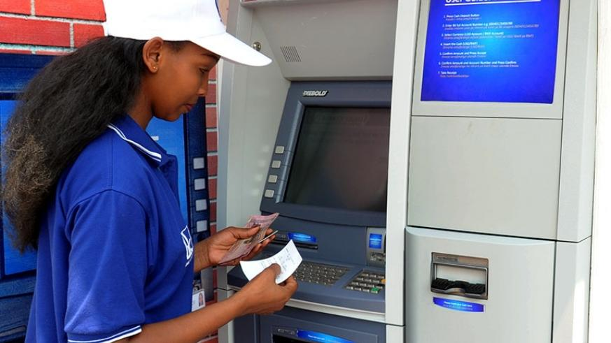 A client withdraws money from an ATM. / File.