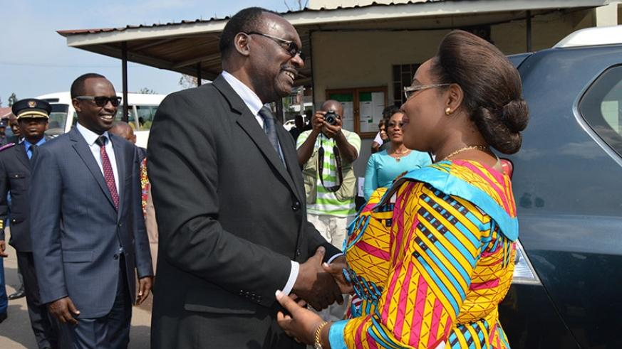 Minister Kanimba chats with his Congolese counterpart Kisula as Western Province governor Alphonse Munyantwari looks on, in Rubavu District, last week. / Jean d'Amour Mbonyinshuti