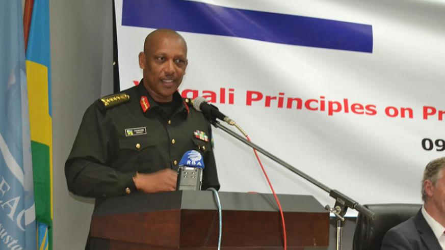 Gen Nyamvumba addresses participants during the closure of the course. / Jean d'Amour Mbonyinshuti