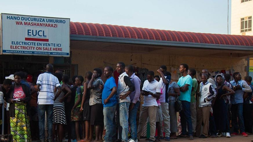 People queue to buy power at an outlet in Kimironko yesterday. (Nadege Imbabazi)