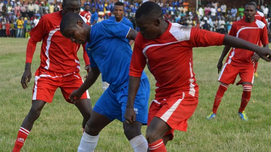 Espoir FC (in red) have only lost once this season against APR and will be hoping to bounce back when they take on Kiyovu today at Mumena Stadium.