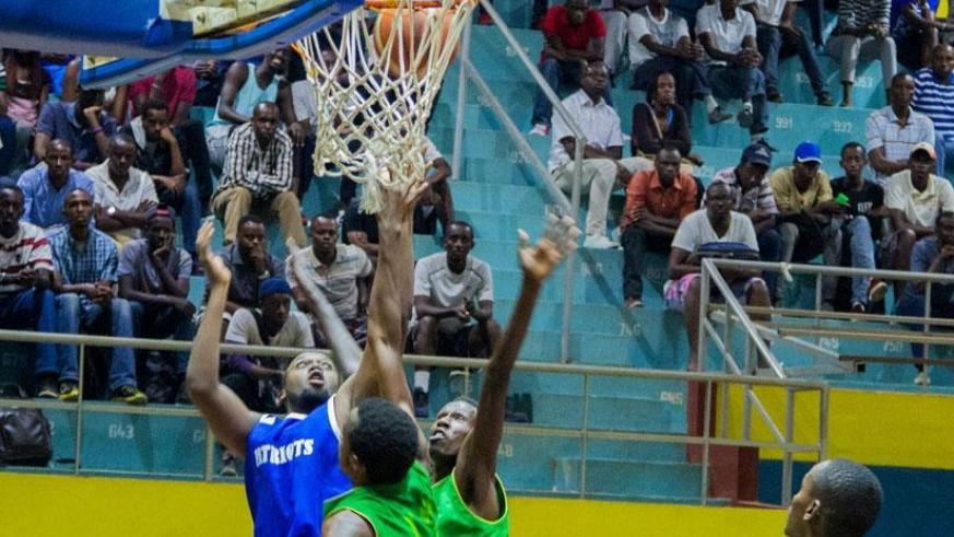 Patriots (in blue) beat IPRC-Kigali in their semi-final playoff series  last season. Both teams faceoff in the  regular season league on Friday evening at Amahoro Indoor Stadium. File