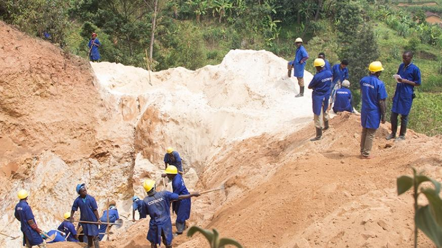 Due to the Nature of the Soil in Nyamasheke District, the Inspectors advised the miners to use open tunnels instead of underground tunnel. Photo: Janvier MUNYAMPUNDU, CESB