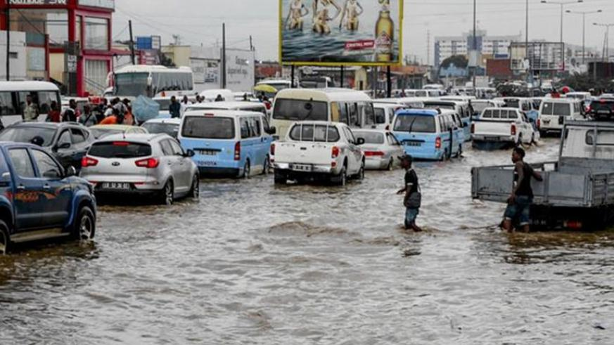 Luanda has been badly affected after a month's worth of rain fell in just over 24 hours. Net photo.