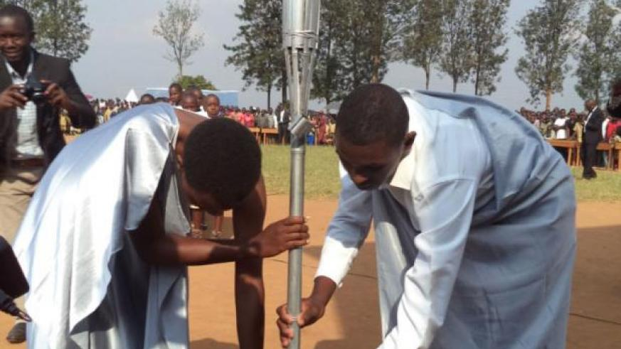 Youth position the Remembrance Flame in Mugina, Huye District, last year. / File