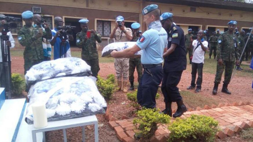 MINUSCA officers lay wreaths in honour of the victims of the 1994 Genocide against the Tutsi.