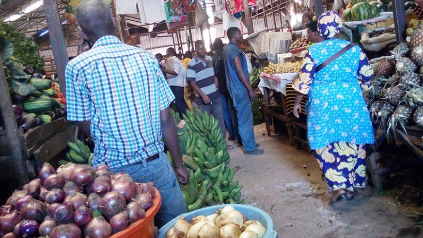 The prices of both red and white onions are stable. (Appolonia Uwanziga)