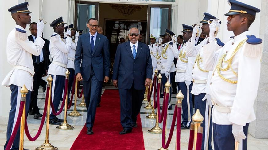 President Kagame is received by his counterpart, President Ismael Omar Guelleh, on arrival in Djibouti yesterday.  (Photos by Village Urugwiro)
