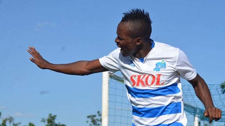 Moustapha Nsengiyumva netted the winning goal in the 74th minute as Rayon Sports beat Kirehe FC 2-1 to edge closer to the league title. File photo