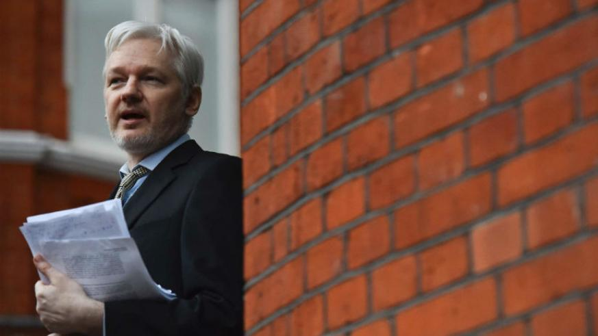 Julian Assange on the balcony of the Ecuadorean Embassy in central London in 2016. / Internet photo