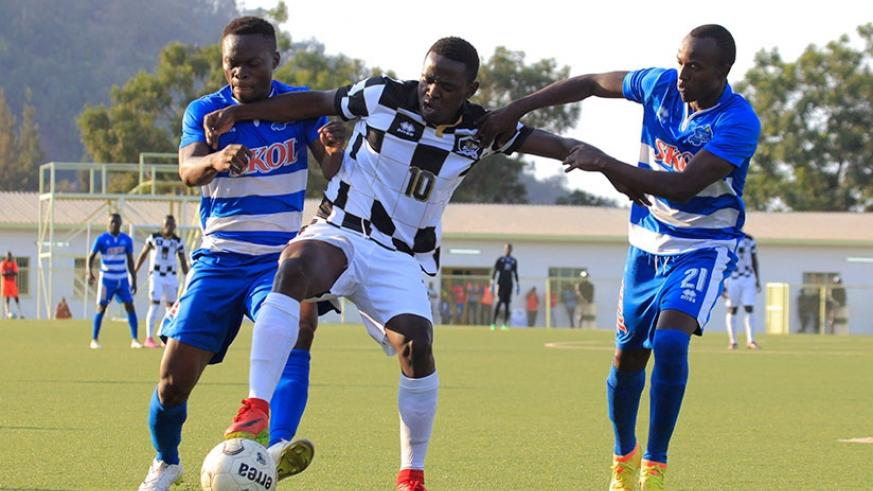 APR FC attacking midifielder Hakizimana (C) vies for the ball with Rayon Sports' players in the 1-1 draw at Stade de Kigali last Sunday.  (Sam Ngendahimana)