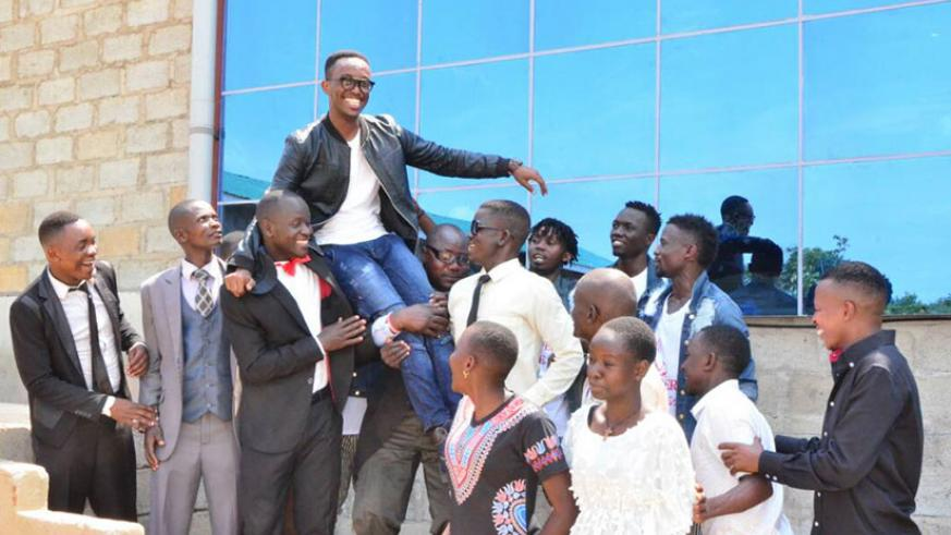 Roi G lifted up by his fans. / Courtesy