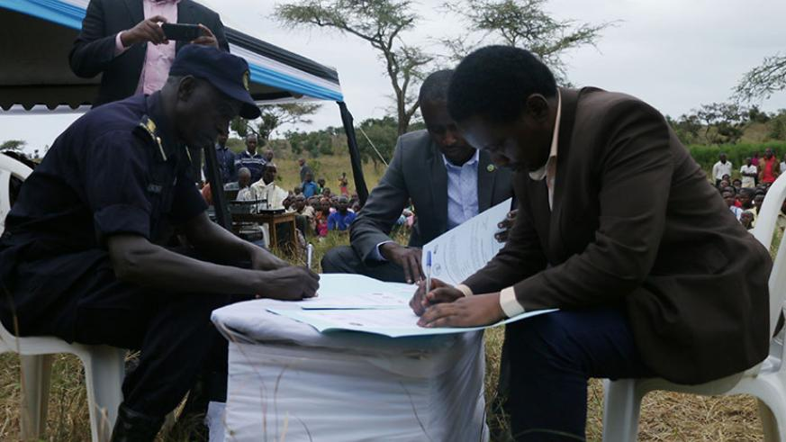 DPC and mayor of Nyagatare signing an MoU to handover solar systems