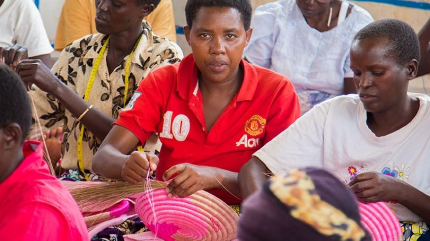 Burundian refugee women in Mahama camp make handcraft. (Faustin Niyigena)