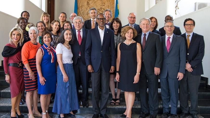 President Kagame in a group photo with the delegation of American Jewish Committee, who were in the country on four-day visit. (Village Urugwiro)