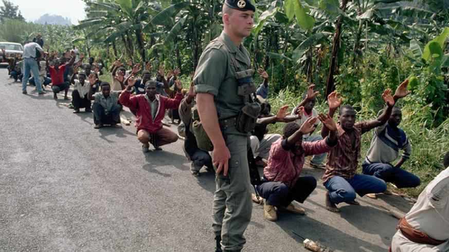 A French soldier supervises a group of 'Interahamwe' militiamen in training in June 1994. / Internet photo