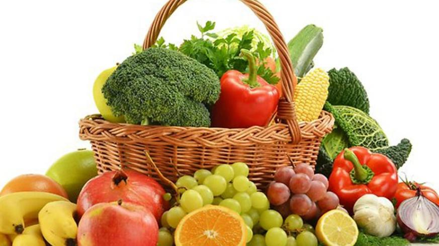 Vegetables and fruits contain fibre which helps prevent constipation. / Net photo.