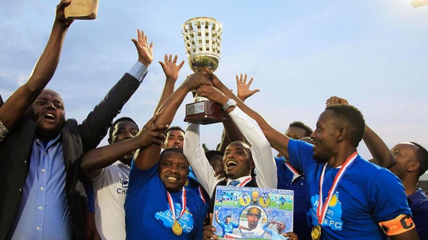 Masudi (C) lifts the 2016-17 league title in celebration on Saturday. Minutes later, he announced his resignation as Rayon Sports head coach. Sam Ngendahimana.