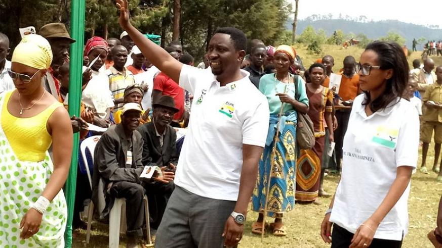 Frank Habineza (C) arrives in Muhanga District for his rally yesterday.