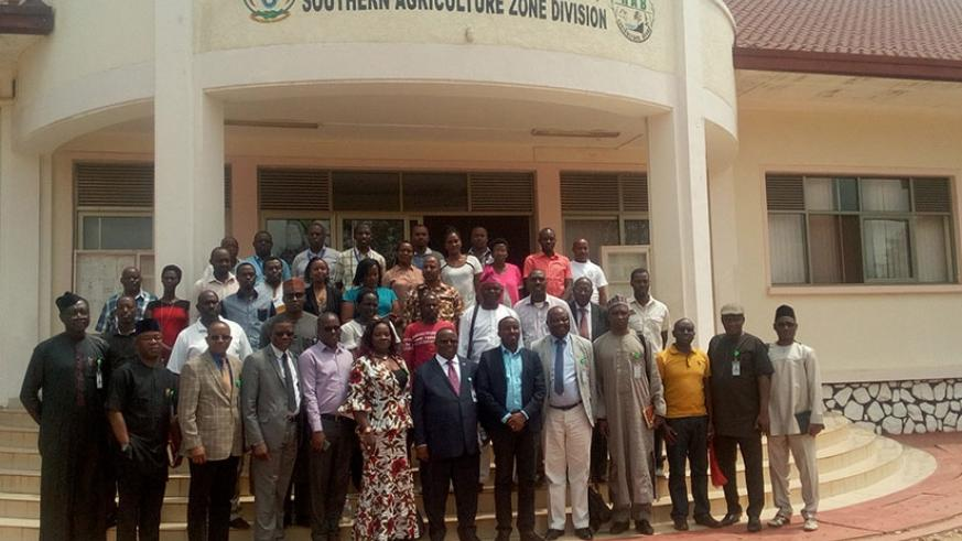 The Nigerian delegation and their Rwandan counterparts pose for a group photo at Rwanda Agricultural Research Institute at Rubona station, Huye District, on Tuesday. Remy Niyingize.